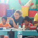 freiwilligendienst-lehrer-schulkinder-unterricht