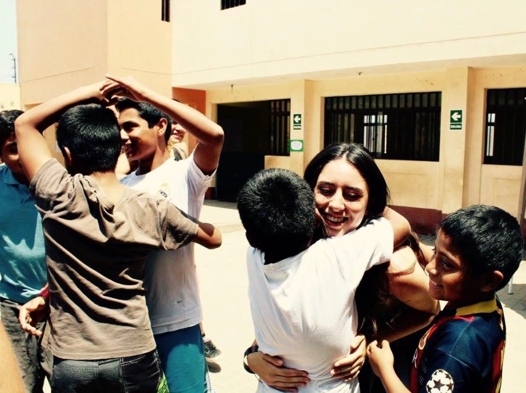 freiwilligendienst-kinderheim-abschied-umarmung