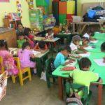 freiwilligendienst-schule-kinder-klassenzimmer