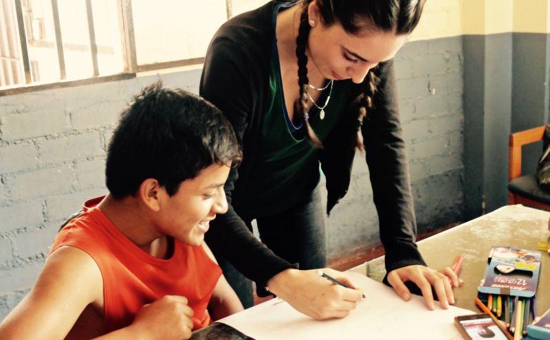 freiwillige-schüler-unterricht-schule-projekt