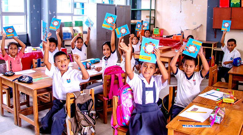 freiwilligendienst-grundschule-cusco-gruppenfoto